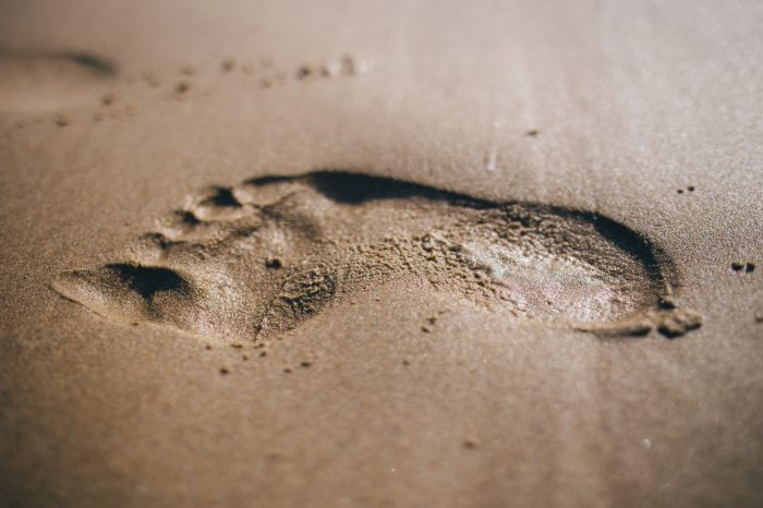 close-up-footprint-sand-34064